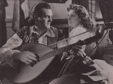 Rosvo-Roope-elokuvassa Tauno Palo näytteli Kirsti Ortolan rinnalla 1949.