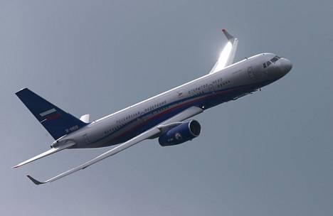 Tupolev 214 -matkustajakone, jonka rungon päälle presidentinhallinnon kone on rakennettu. Kone vetää noin 200 turistiluokan matkustajaa.