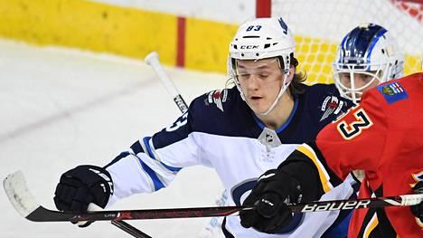Sami Niku on pelannut reilun kahden kauden aikana NHL:ssä 32 ottelua, joissa hän on tehnyt tehot 2+3.