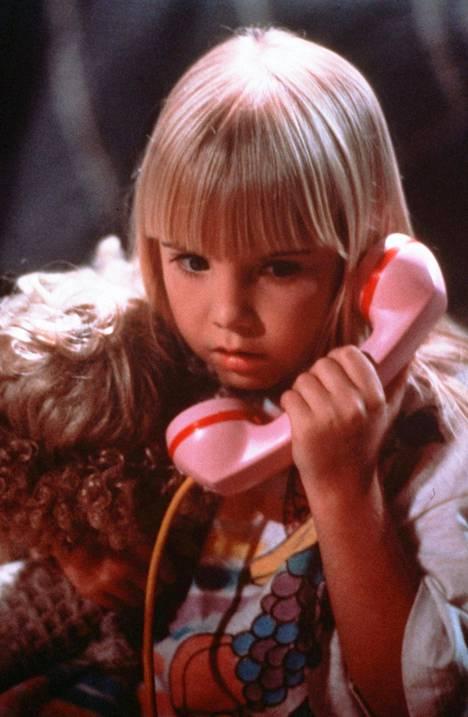 Lapsitähti Heather O'Rourke hurmasi yleisön Poltergeist-elokuvien viattomana Carol Annena.