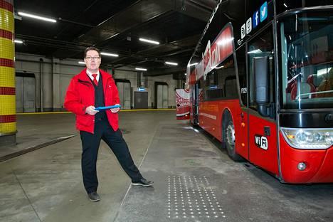 Kuljettaja Jari Halonen lähti kohti Turkua ilman matkustajia. Hän kertoo, että tavallisena lauantaiaamuna samalla vuorolla on 30-40 matkustajaa.