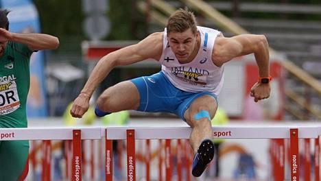 Elmo Lakka juoksi 110 metrin aidat aikaan 13,86.