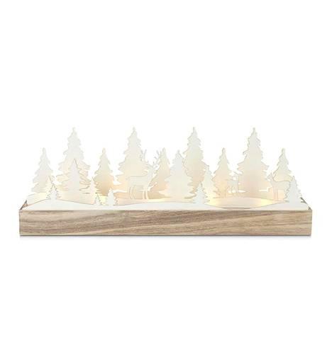 Talvista tunnelmaa on tarjolla myös Johannesbergin pöytäkoristeessa. Metsämaisema puine ja poroineen on valmistettu puusta ja paperista. 44,75 euroa, Taloon.com.