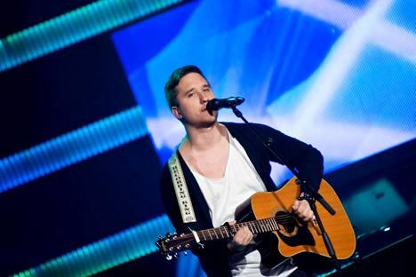 Mikael Sirén esittää tänään The Voice of Finlandissa kappaleen Walking in Memphis.