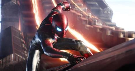 Infinity Warissa on laaja tyylien kirjo: Spider-Man (Tom Holland) on elokuvan hahmoista kepeimpiä.
