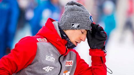 Lahden MM-kisojen kultasuosikki Kamil Stoch loukkasi polveaan perjantaina, päivää ennen normaalimäen kilpailua. Kuva tammikuulta 2017.