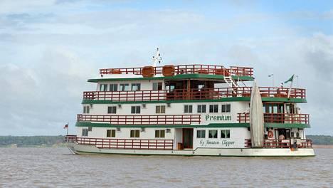 Jokiristeilyitä tehdään monenlaisilla aluksilla. Amazon Clipper Cruisesin laivat ovat miellyttävän pieniä ja perinteisiä jokilaivoja, mutta niissä on mukavat, ilmastoidut hytit kylpyhuoneineen.