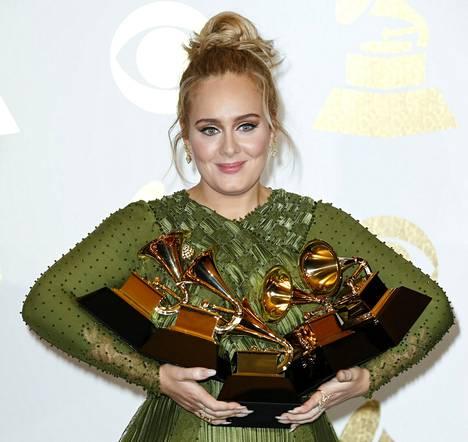 Adele palkittiin monella pystillä, mutta yhden hän rikkoi tahallaan lavalla.