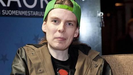 Ari Koivunen karaoken SM-kilpailuissa Helsingissä toukokuussa 2015.