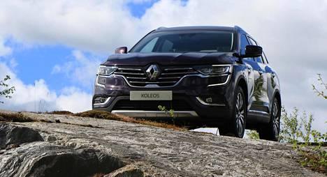 Renault on onnistunut toisen sukupolven Koleoksen muotoilussa huomattavasti paremmin kuin aiemmassa. Auto on tyylikkään ja arvokkaan näköinen, ainakin näin tumman violettina.