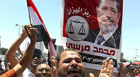 Mohamed Mursin kannattajat riemuitsivat.