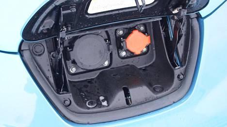 Tämä luukku jäi autokaupassa avaamatta. Lopputuloksena oli oikeustaistelu, jossa haaveet halvoista sähkökilometreistä muuttuivatkin asianajolaskuiksi.