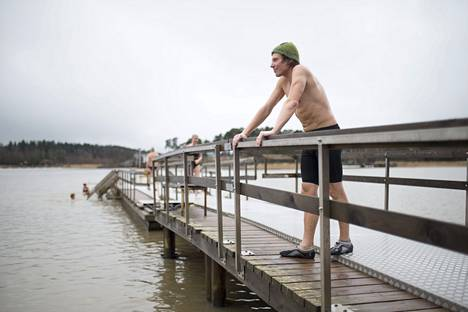 Harri Huuhtanen nauttii saunomisesta.