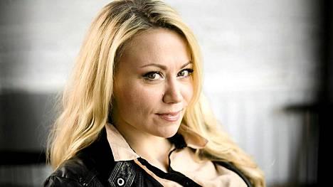 Laulaja Anna Eriksson arvostelee Emma-palkintoja siitä, että ne jaetaan vain kaupallisen menestyksen perusteella.