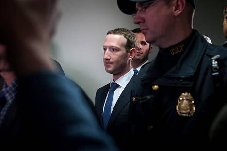 Mark Zuckerberg tapasi senaattoreita ennen senaatin kuulemista Washingtonissa.