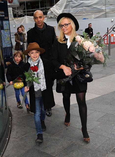 Emma Bunton poistui torstaina syntymäpäivän viettoon miehensä Jade Jonesin ja heidän poikiensa kanssa.