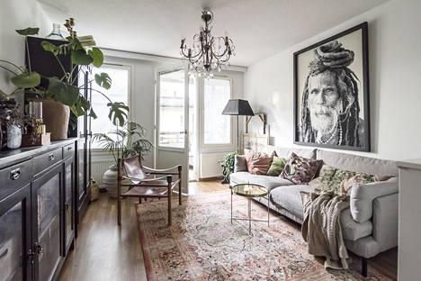 Frida Steiner tunnetaan persoonallisesta sisustustyylistään. Monet kodin huonekaluista ovat kulkeneet suvussa.