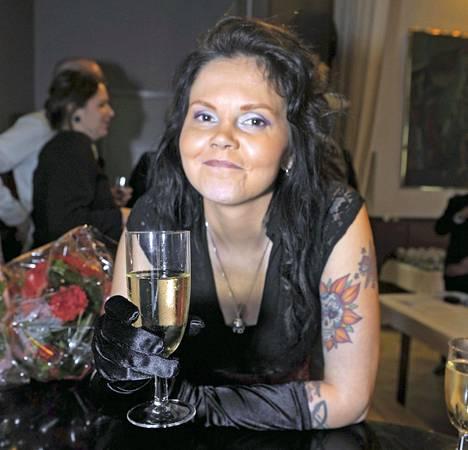 Kätilö-romaani palkittiin Kalevi Jäntin kirjallisuuspalkinnolla 2011.