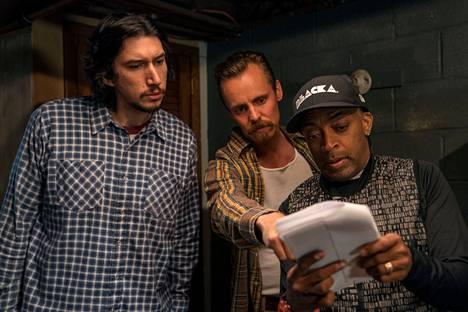 Näyttelijät Adam Driver ja Jasper Pääkkönen Spike Leen kanssa BlackKklansmanin kuvauksissa.