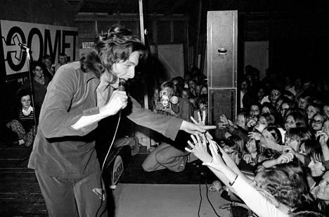 Kirka Babitzin villitsi nuoren yleisön Rock-musikaalissa Child in Time 2000 Rajamäellä heinäkuussa 1971.