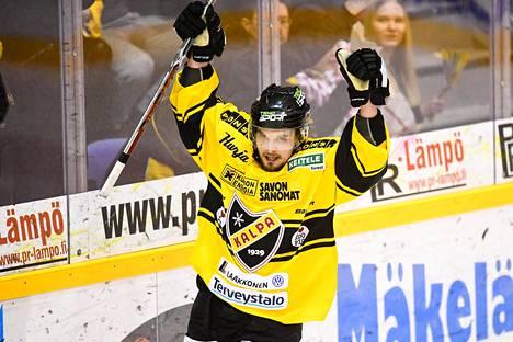 Jyri Junnila viimeisteli torstaina KalPan toisen maalin.