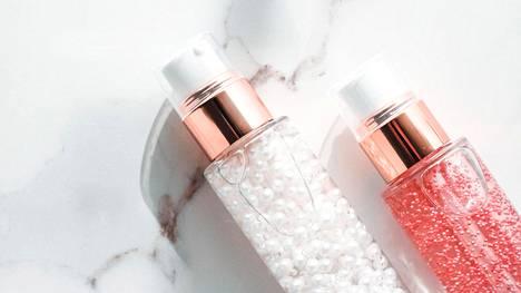 Kosmetiikkatuotteiden ainesosaluettelossa eli inci-listassa silikonit tunnistaa yleensä -cone-, -conol- tai -xane-päätteestä.