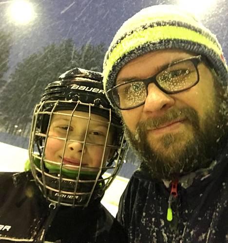 Mikko Patomeren 11-vuotias poika pelaa jääkiekkoa HJK:ssa.