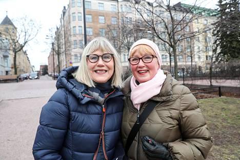 Arja Pelletvuori (vas.) ja Pirkko huovinen ovat olleet ystäviä vuodesta 1973.