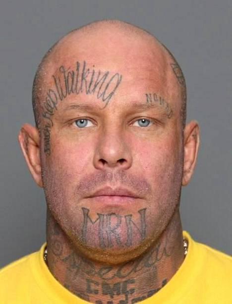"""Janne """"Nacci"""" Petteri Tranberg (s. 1974, pituus 180 senttimetriä). Cannonball MC:n entistä johtajaa etsitään suorittamaan 649 päivän vankeusrangaistusta sekä vastaamaan syytteisiin törkeistä veropetoksista."""