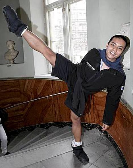 Kansallisbaletin tanssija Sam Vaherlehto, 23, palasi tuomariston edestä hiestä valuen.