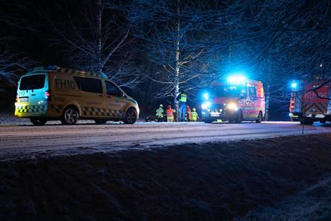 Tie oli onnettomuushetkellä sohjoinen. Pelastuslaitoksen antamien tietojen mukaan ulosajossa loukkaantuneet olivat nuoria aikuisia.