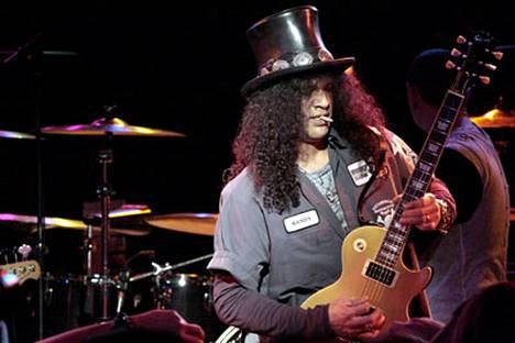 Slash starttaa lähiaikoina uuden kokoonpanonsa kanssa kiertueelle.