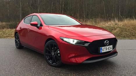 Vastaavaan etuvetoon nähden nelivedosta joutuu Mazdan tapauksessa maksamaan reilun neljän tonnin lisähinnan.