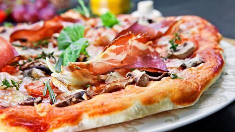 Jos pizzaan latoo liikaa täytteitä, kaikki maut eivät pääse oikeuksiinsa.