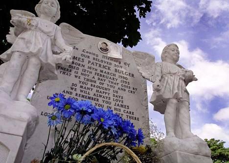 Vanhemmat joutuivat hautaamaan vain 2-vuotiaan poikansa julman rikoksen jälkeen.