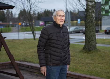 Rajan taakse jääneen Karjalan Koivistolla syntynyt ja Helsingissä työuransa tehnyt Otto Virkki on asunut viimeiset 25 vuotta Imatralla.