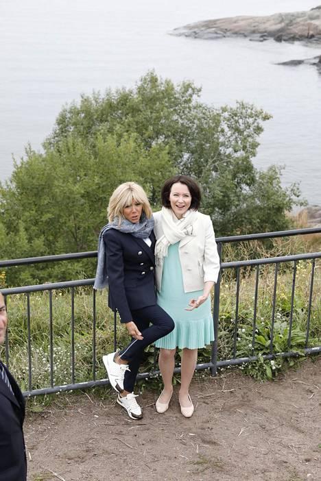 Kaksikko poseerasi hauskoissa yhteiskuvissa paikalla olleille valokuvaajille.