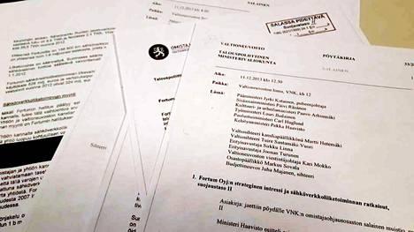Pöytäkirjamuistio ja omistajaohjausta käsitteleviä, salassa pidettäviä asiakirjoja.