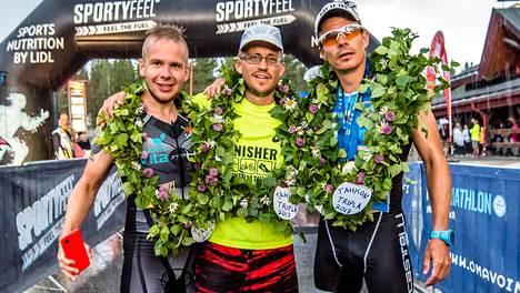 Juha Riikonen (vas.), Juhana Nieminen ja Miika Lahtela tempaisivat Tahkolla.