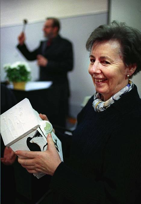 Häyrinen toimi huutokaupan nuijanlyöjänä vuonna 2000 huutokaupassa, jossa rouva Tellervo Koivisto signeerasi myynnissä olleen linnunpöntön.