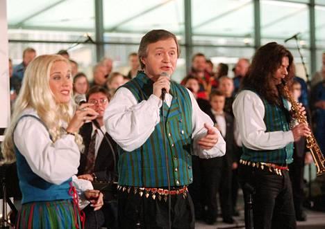Vuonna 1997 Kuoppamäki esiintyi Kiasmassa.