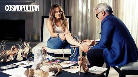 Jennifer Lopez ja Giuseppe Zanotti tuoreen kenkämallistonsa parissa.