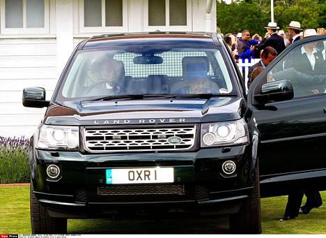 Kuningatar Elisabet ja prinssi Philip saapuivat hevospoolo-otteluun vuonna 2014.