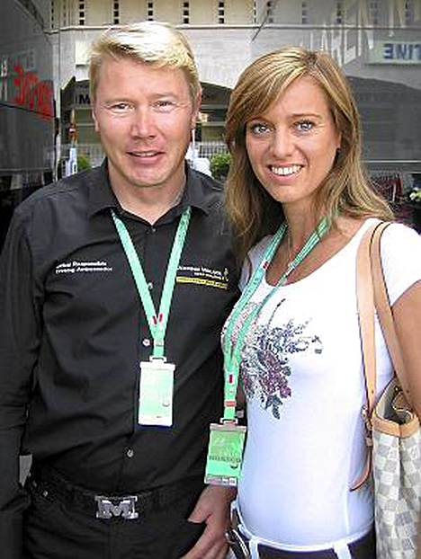 Mika Häkkinen ja Marketa Monacossa toukokuussa 2009.