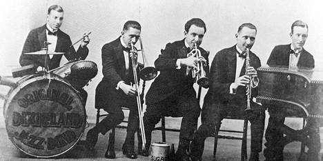 Original Dixieland Jass Band toi jazzin Eurooppaan.