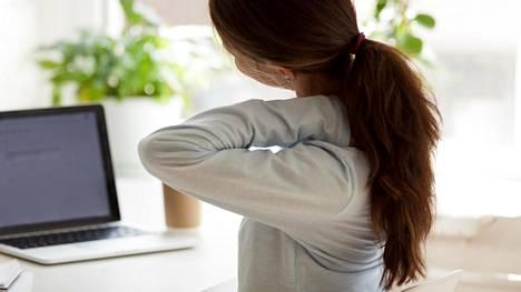 Jäätyneeksi olkapääksi kutsutaan tilaa, jossa olkanivelen nivelkapseli paksuuntuu ja kiristyy.