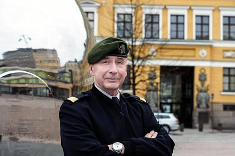 Pääesikunnan väistyvä tiedustelupäällikkö Pekka Toveri esiintyi tiistaina Maanpuolustustiedotuksen suunnittelukunnan seminaarissa. Kuva viime vuoden toukokuulta.