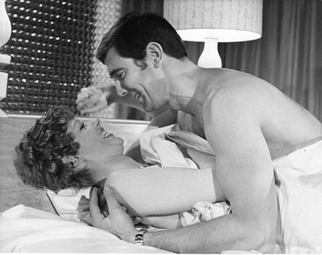Lazenbyn näyttelemä Bond rakastui ja meni naimisiin.