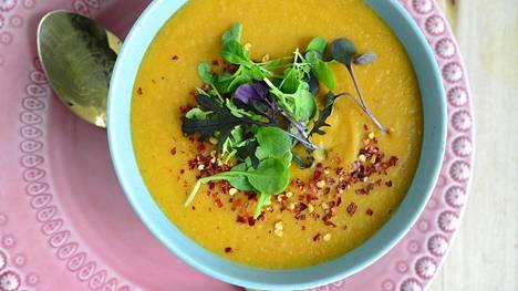 Porkkanat ja linssit ovat täydellinen makupari. Nopeasti valmistuva keitto on tehty helposti kypsyvästä porkkanasta ja punaisista linsseistä. Se on oiva juuri sosekeitoksi.