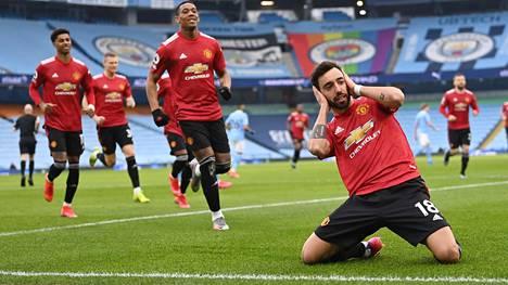 Bruno Fernandes tuuletti Manchester Unitedin avausosumaa kädet korvillaan.